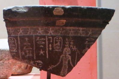 Morceau de clepsydre égyptienne en diorite