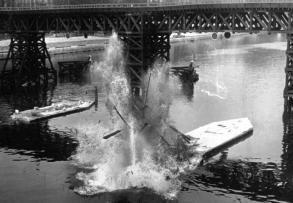 Détail de l'explosion d'un pile du pont de la Tournelle en 1921