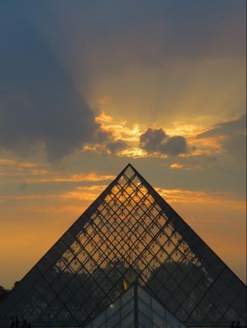Louvre ciel de feu